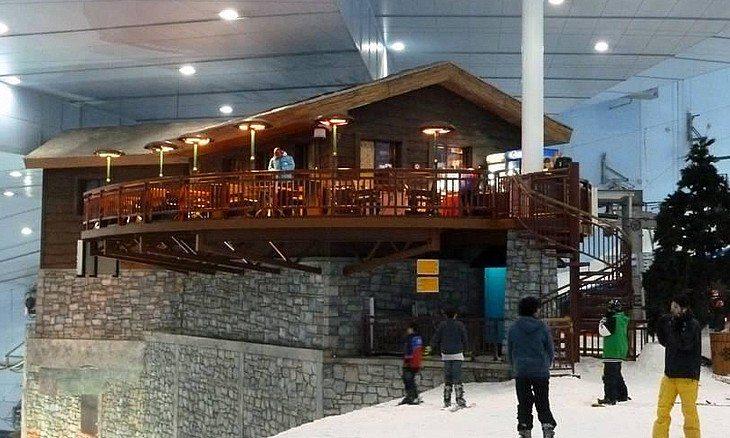 ski-dubai-snow-park-avalanche-cafe